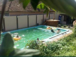Cabana de inchiriat cu piscina, ciubar,terase,loc foc tabara