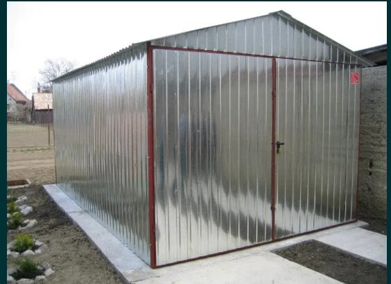 OFERTĂ:Garaj metalic galvanizat,de 3m x 6m,cu acoperiş cu pantă dublă