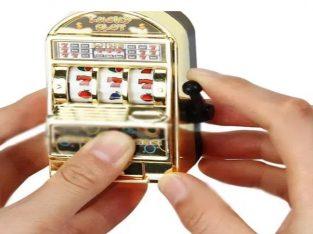 Breloc jucarie cazino/casino/pacanele/pacanea/slots/aparate