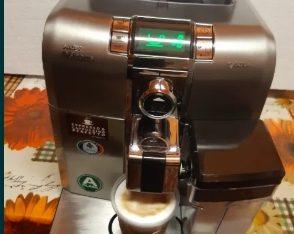 Vand un aparat de cafea marca saeco syntia capuccinno se ofera garant