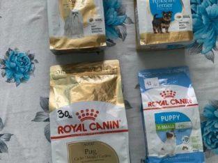 Hrană umedă și uscată Royal Canin pentru câini și pisici