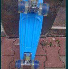 Skateboard cu roti de silicon și lumini led