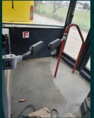 Vand balustrada acces autobuz / autocar