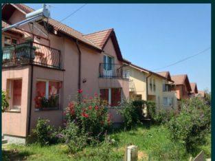 Casă cu etaj, ocazie, 1,5 Km de Oradea, zona Paleu, se zugrăvește.