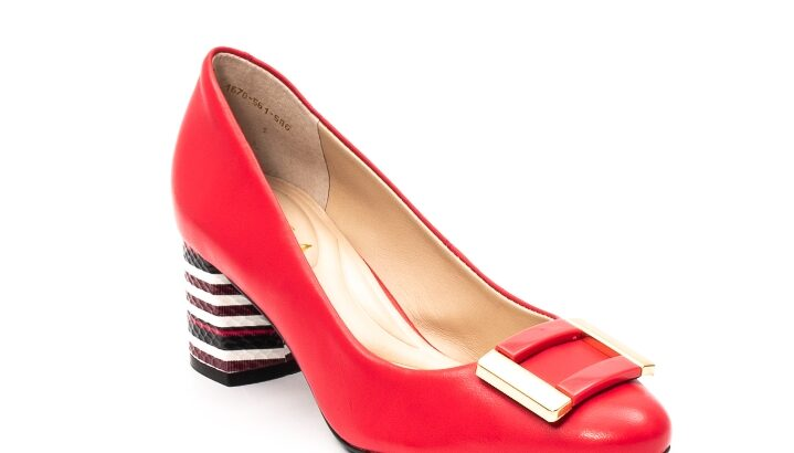Pantofi eleganti din piele naturala. Producator :Epica Brazilia. Material : Piele naturala. Captuseala : Piele naturala. Brant: Piele naturala. Design modern cu accesoriu. Toc gros