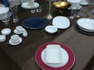 Vand vesela : farfurii de diferite dimensiuni, pahare, tacamuri inox