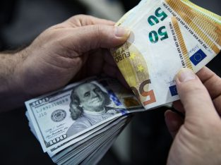 Ofer asistență pentru împrumutarea de bani între indivizi pe termen scurt și lung.