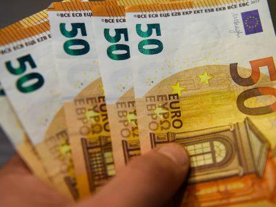 Împrumut de bani către persoane fizice