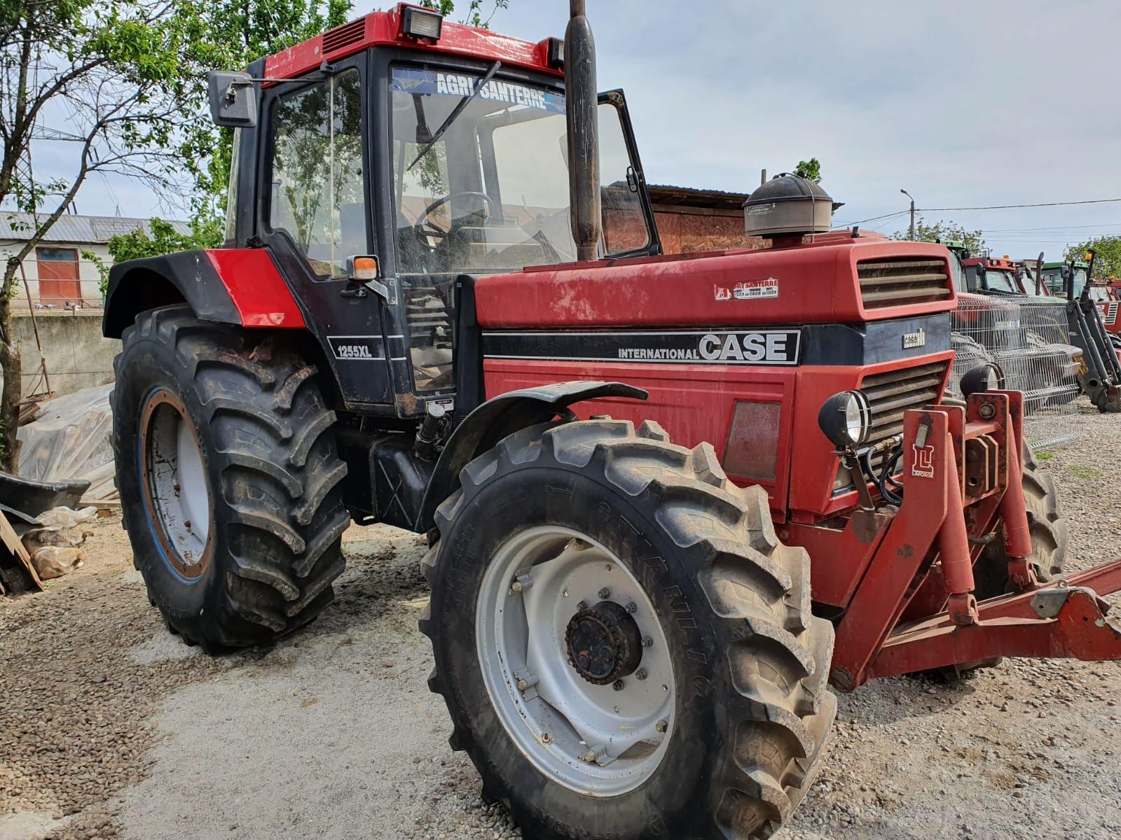 Tractor Case Internațional 1255 xl, tractiune mecanica 4×4, anvelope aproape noi, 125 CP
