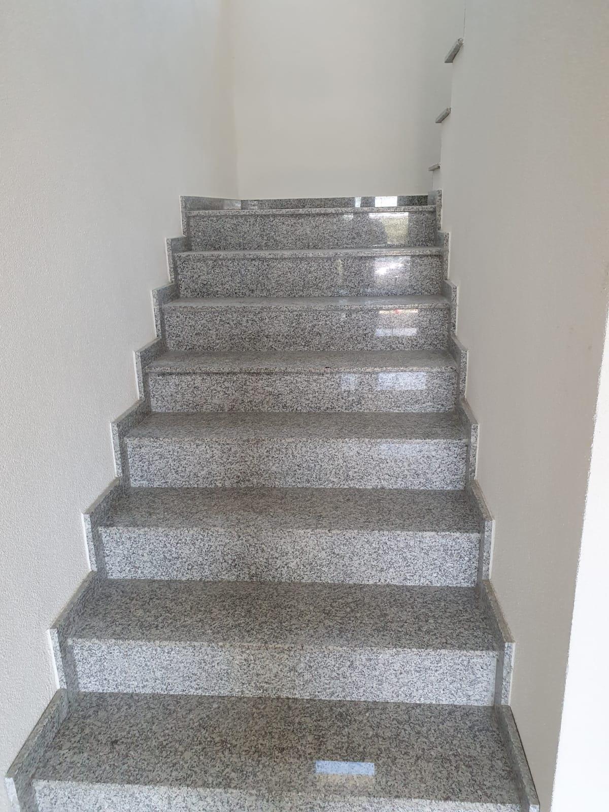 Trepte contatrepte granit lucios Bianco Grigio 2 cm
