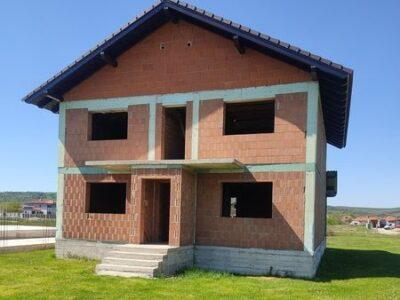 Este mai avantajoasă cumpărarea unei case la roșu ?