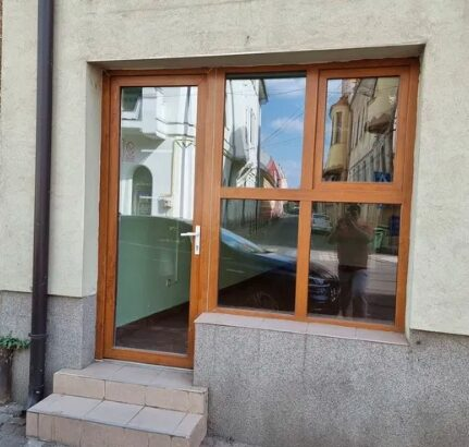 Închiriez spațiu comercial pe strada PRIMARIEI în Oradea